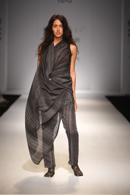 AW15-Tamara-in-Sarepant-(overall)-in-Chandari-fabric,-image-from-Amazon-India-Fashion-Week